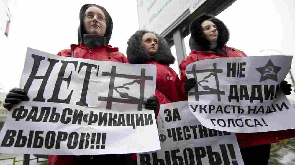 Communist Party activists in Moscow campaign on Dec. 2 for the party's candidates in parliamentary elections. The Russian Communist Party is hoping to capitalize on a wave of dissatisfaction with Prime Minister Vladimir Putin and his ruling United Russia party.