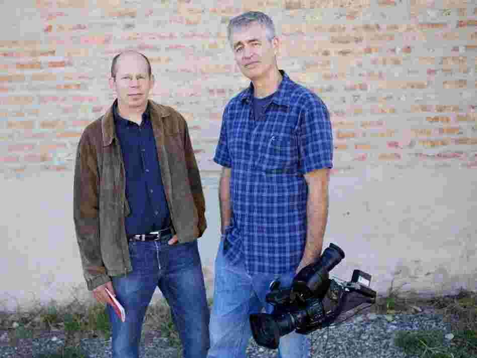 Alex Kotlowitz (left) is the author of There Are No Children Here, The Other Side of the River and Never a City So Real. Steve James is the director, producer and co-editor of Hoop Dreams. His other films include Stevie and At the Death House Door.