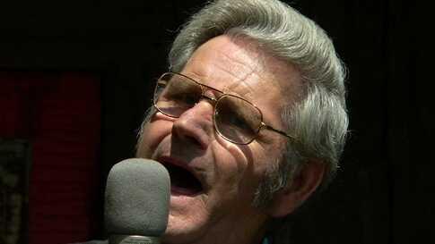 Virginia Preacher Leads Congregation In Song