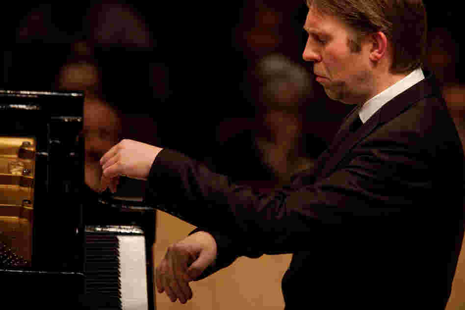 Andsnes played a few pieces that he'd never played in  concert before, including Bartok's Suite, Op. 14, music with plenty of angles,  colors and zigzagging rhythms.