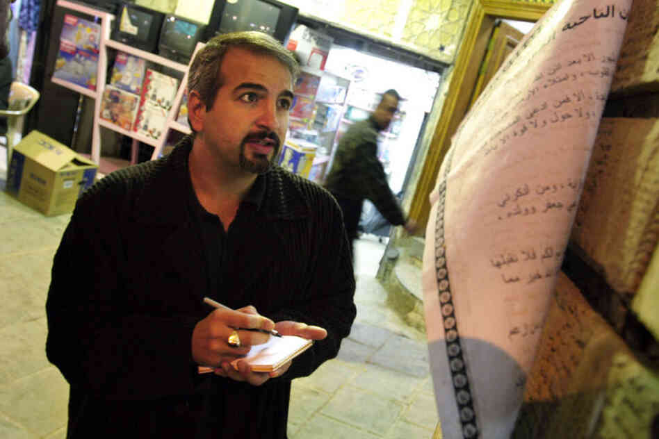 Shadid takes notes outside the Najaf office of Grand Ayatollah Sistani, a leading Shiite figure in Iraq, in 2003.