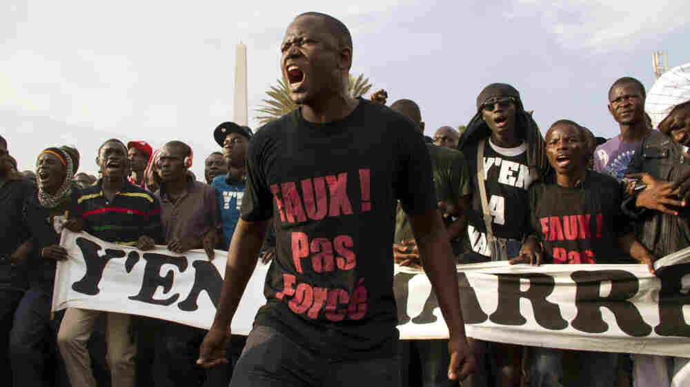 """Don't force it, give up!"" reads the t-shirt of a protester during a rally opposing President Abdoulaye Wade's bid for a third term. The slogan comes from Y'en A Marre's signature song, ""Abdoulaye, Faux! Pas Force.""s opposed to President Abdoulaye Wade running for a third term"