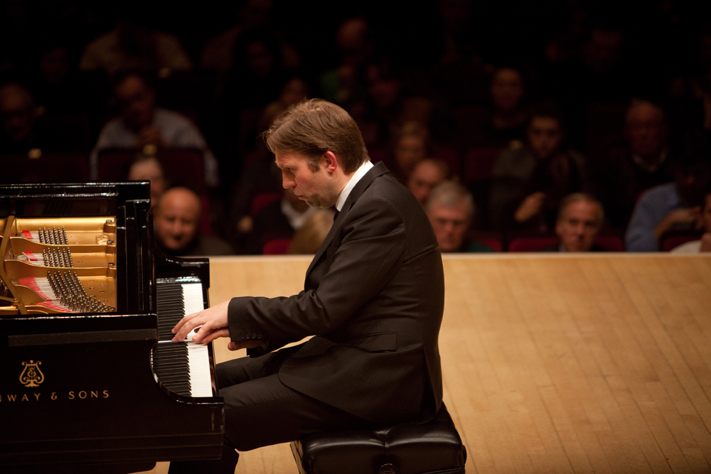 Andsnes said he wanted to show the contrasting sides of Chopin, from ear-spliting violence to gossamer delicacy. The Carnegie Hall audience heard both in the brilliant Ballade in G minor.