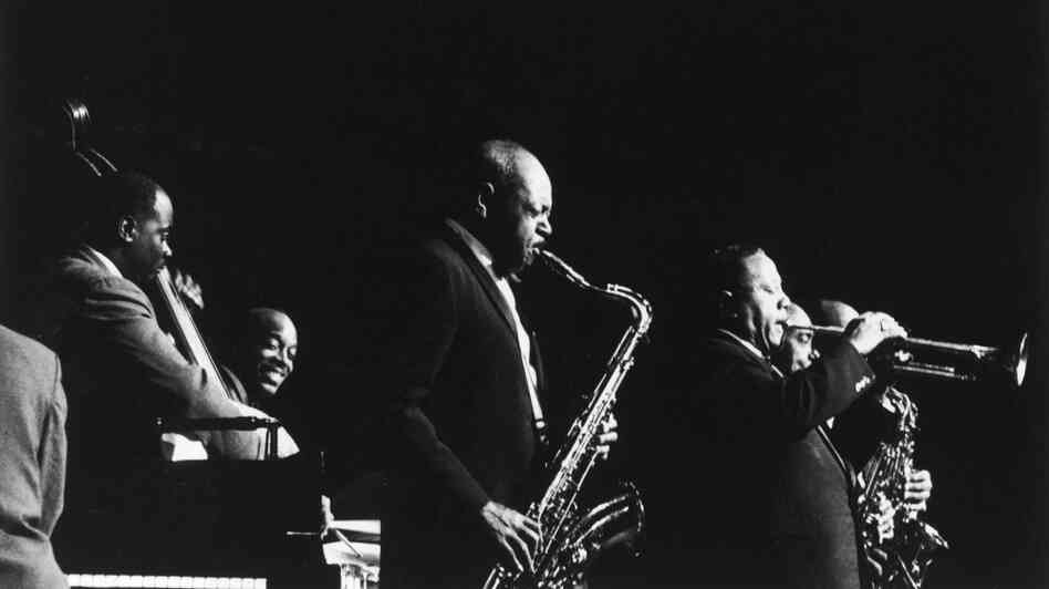 American jazz saxophonist Coleman Hawkins and jazz trumpeter Dizzy Gillespie in concert with the Cannonball Adderley Quintet, November 27th, 1960.