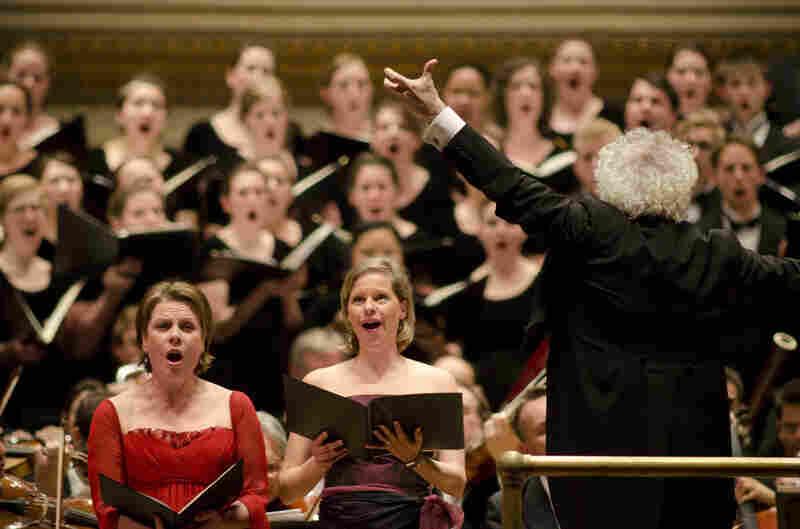 Mezzo-soprano Bernarda Fink joined the amassed musicians for the Mahler.
