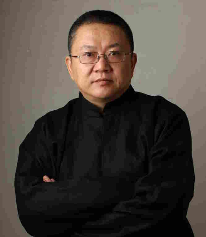 In 1997, Wang Shu founded the Amateur Architecture Studio in Hangzhou with his wife, Lu Wenyu.