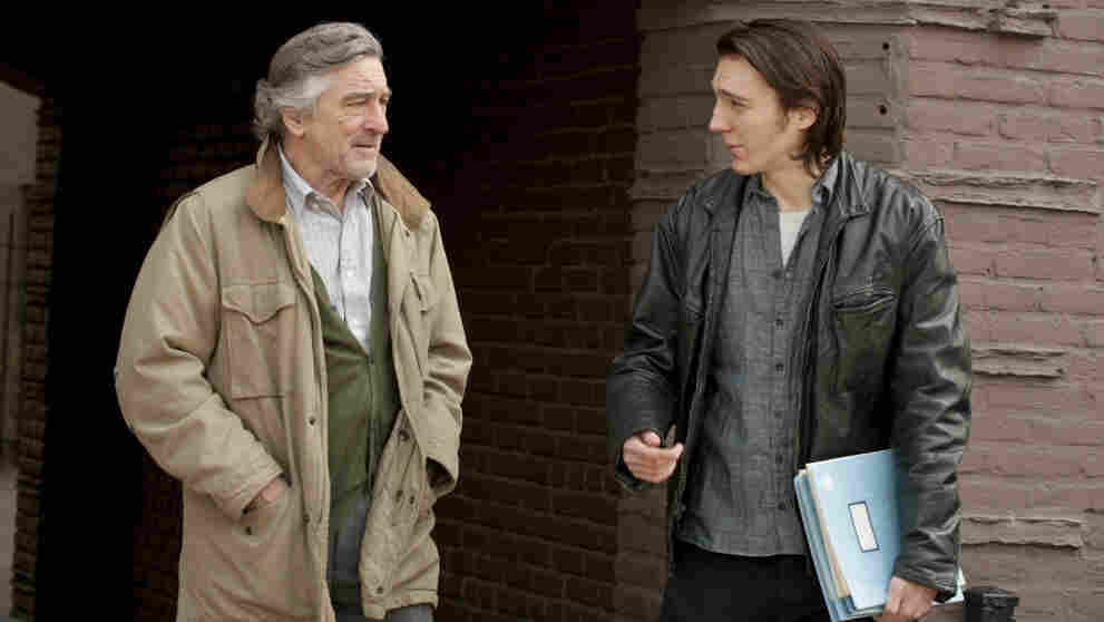 Robert De Niro (left) plays Jonathan Flynn, the father of writer Nick Flynn (played by Paul Dano) who shows up at his son's workplace: a homeless