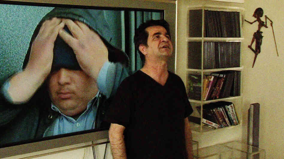 Filmmaker Jafar Panahi, banned from making films and placed under house arrest by the Iranian government, invites friend Mojtaba Mirtahmasb to follow him and shoot something that's not a film.