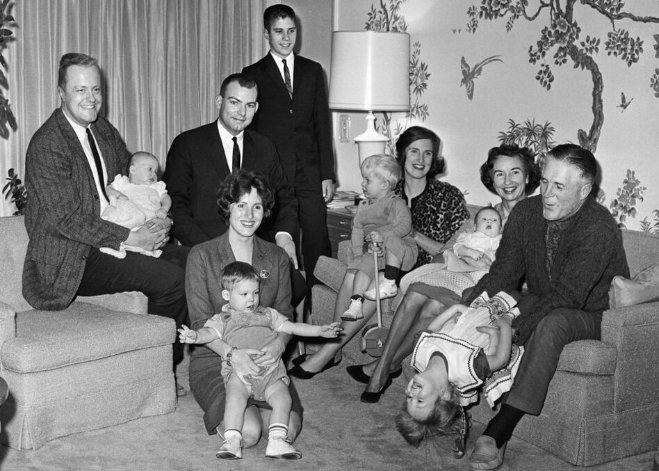 The Romney family in their Bloomfield Hills, Mich., home, on Jan. 1, 1968. Mitt is standing in back.