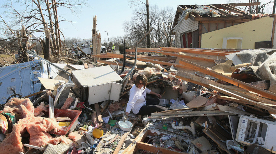 In Harrisburg, Ill., on Thursday: Kritstin Allen searched for valuables in her mother's home. (Getty Images)