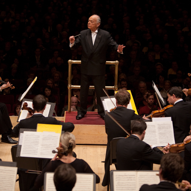 Lorin Maazel conducting Mozart's Symphony No. 40 -- with no score -- live at Carnegie Hall on March 3, 2012.