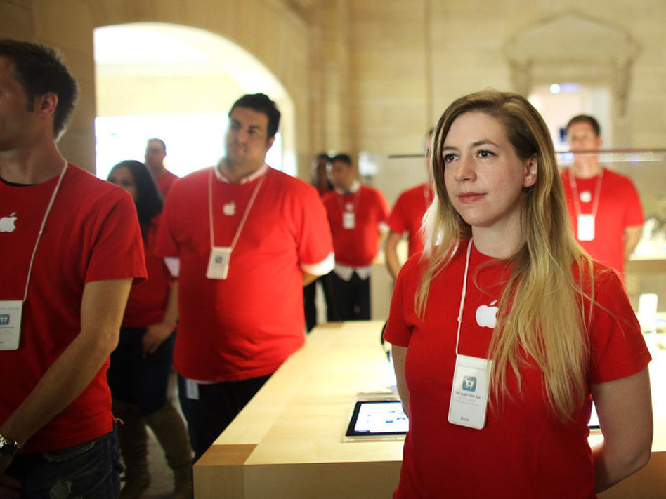 Apple's store in New York City's Grand Central station employs about 315 people.  (Spencer Platt/Getty Images)