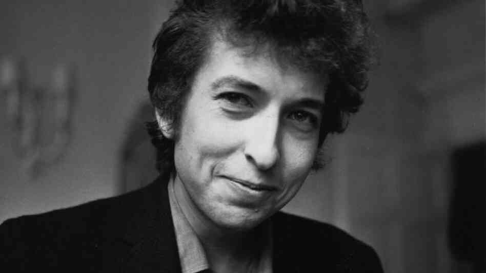 Bob Dylan smiles during a meeting with the British press, April 28, 1965.