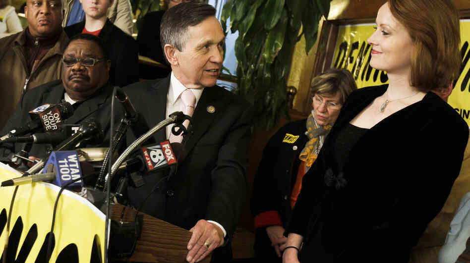 Rep. Dennis Kucinich, D-Ohio, thanks his wife, Elizabeth, while conceding defeat in his race against Rep. Marcy Kaptur at Rubin's Restaura