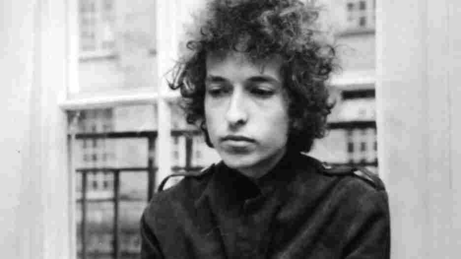 Bob Dylan at a press conference in London.