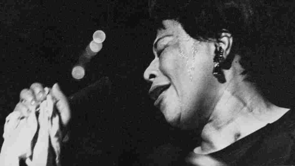 Ella Fitzgerald — one of many artists who popularized 'Mack The Knife — performing at the London Palladium.