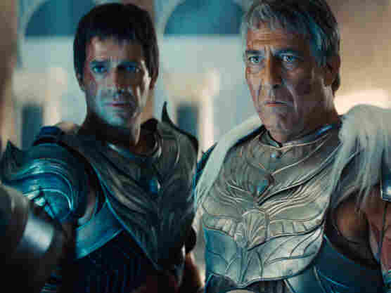 Kantos Kan (James Purefoy, left), a naval lieutenant of the Red Martians, stands with Tardos Mors (Ciaran Hinds), leader of the Martian kingdom Helium.