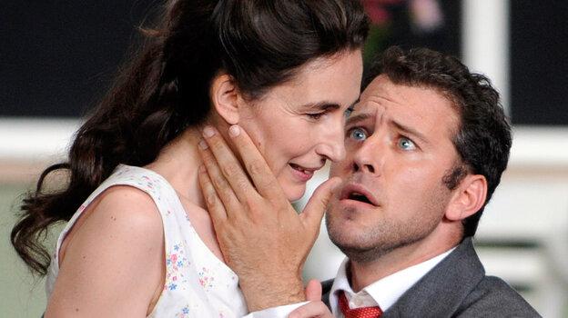 Soprano Veronique Gens and tenor Joseph Kaiser star in a production of Gluck's Alceste at the 2010 Aix-en-Provence Festival.