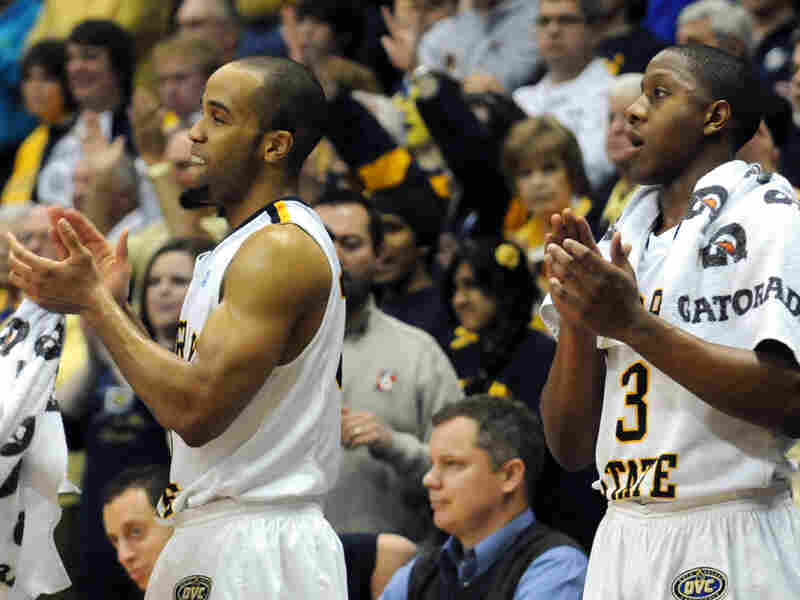 Murray State's Jewuan Long (left) and Isaiah Canaan applaud as time expires in the St. Mary's game. The Racers are a sixth seed in the NCAA tournament.