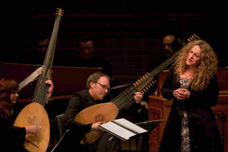 Soprano Raquel Andueza is accompanied by two Theorbos, lutes with extra long bass strings. L'Arpeggiata founder and director Christina Pluhar is on the left.