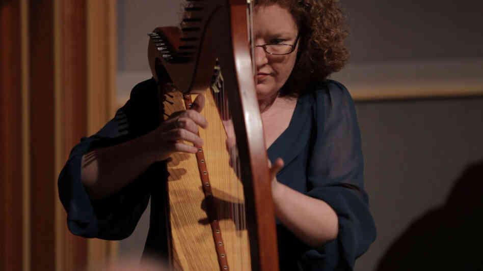 Irish harper Triona  Marshall.