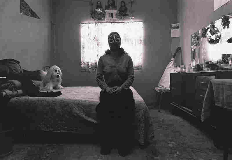 La India Sioux en su recamara, Ciudad de Mexico (India Sioux in Her Bedroom, Mexico City), 1983