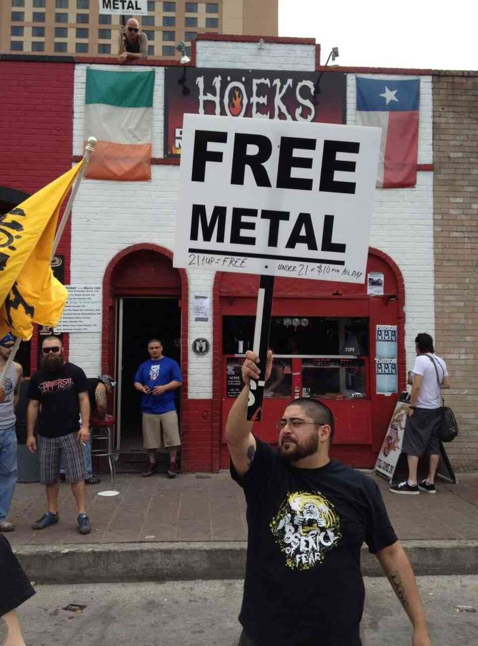 Hoek's Death Metal Pizza, offering good pizza and free Metal concerts