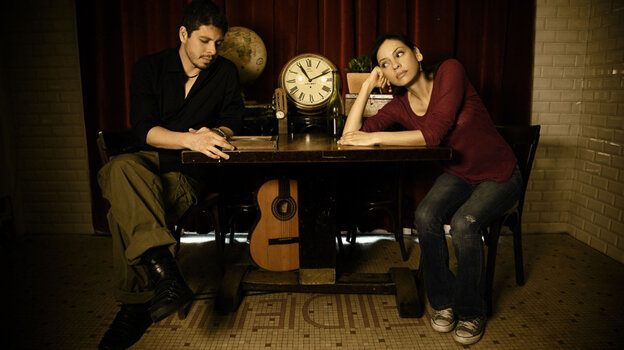Rodrigo Y Gabriela perform music with a montuno basis.