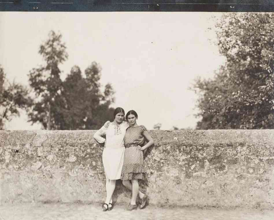 Frida Kahlo with the photographer Tina Modotti, 1928