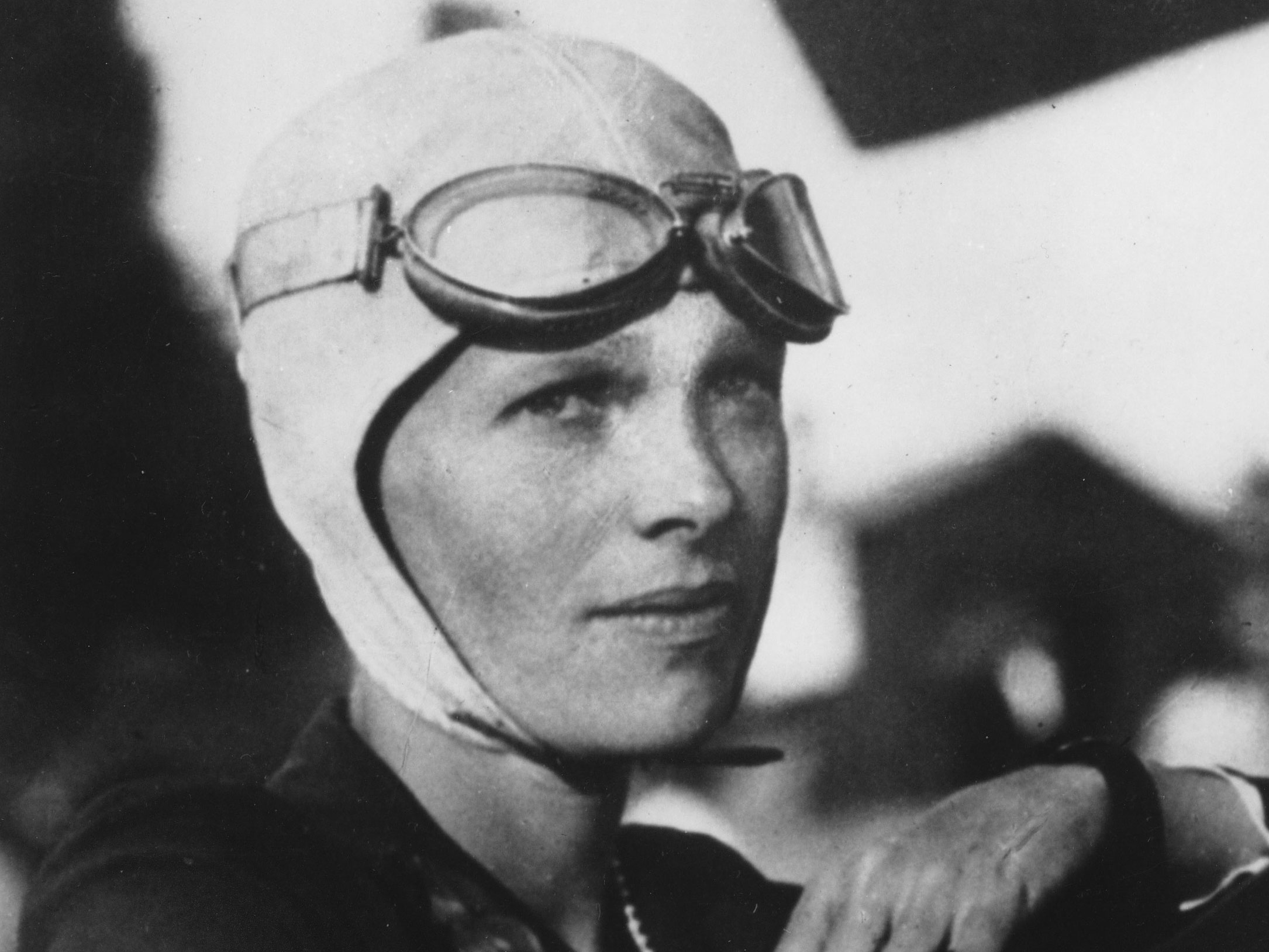 New Photo 6 Sizes! Amelia Earhart Shortly before 1st Attempt at World Flight