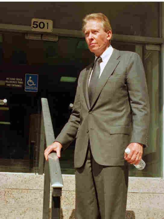 Texas businessman Harold Simmons stands outside a Dallas courthouse in this 1997 photo.