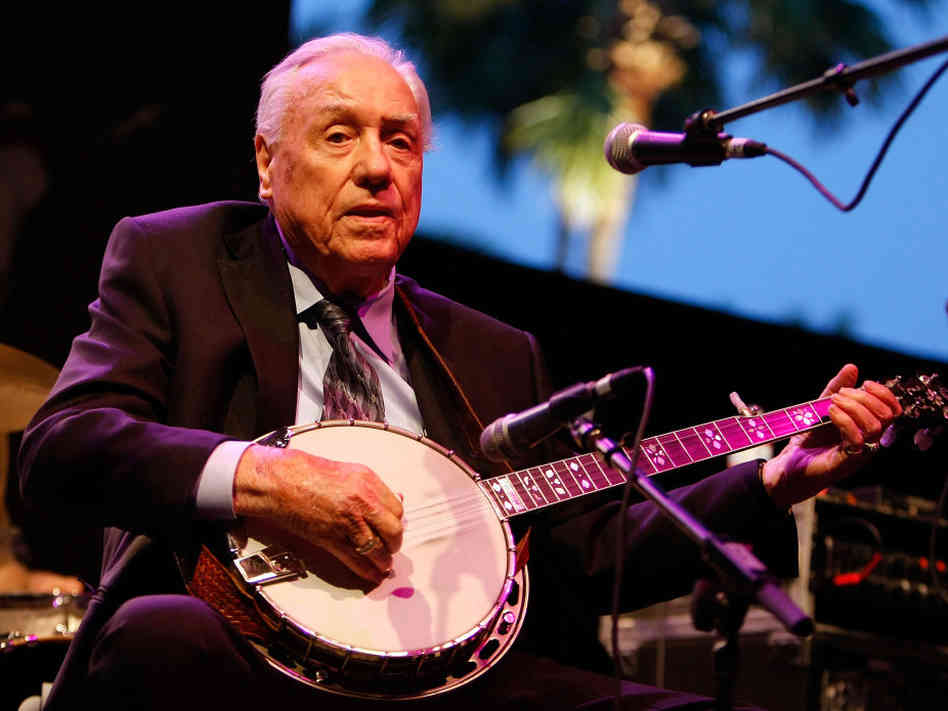 Earl Scruggs onstage in 2007.