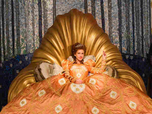Julia Roberts' vain Queen, broke and jealous of Snow's beauty, flaunts what she has with ornate and lavish dresses.