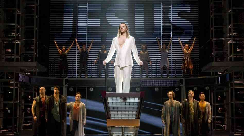 A crowd-pleasing revival of Andrew Lloyd Webber and Tim Rice's rock opera Jesus Christ Superstar has transferred from C