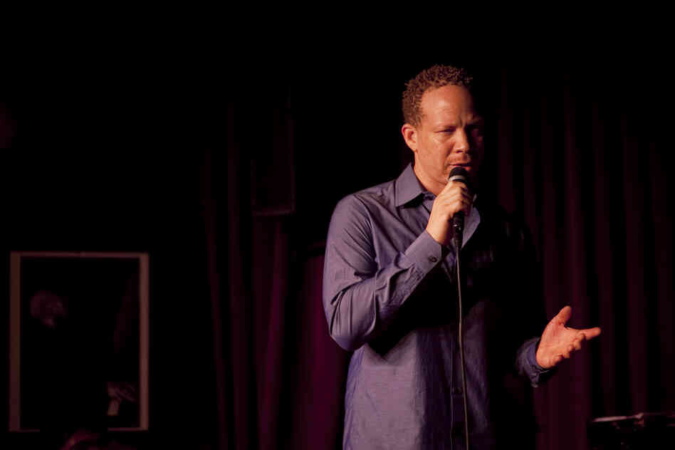 Craig Taborn addresses the crowd at the beginning of his set.
