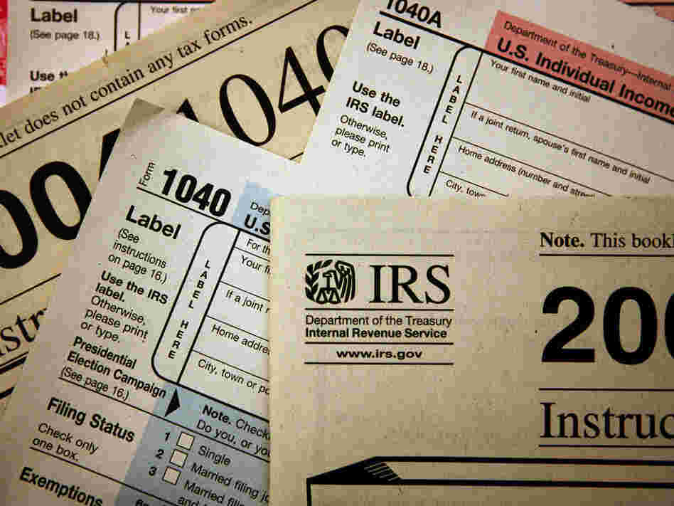 CHICAGO - NOVEMBER 1: Current federal tax forms are distributed at the offices of the Internal Revenue Service November 1, 2005