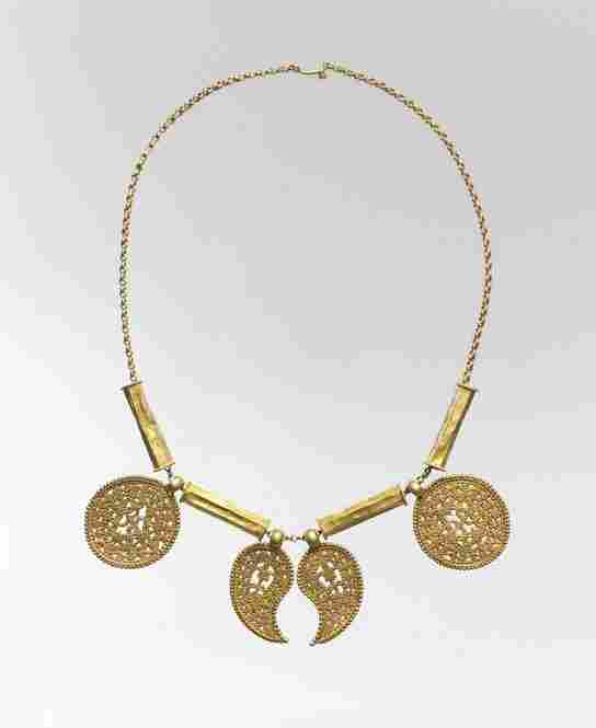 Necklace with gold pendants from the Eastern Mediterranean, circa the seventh century.