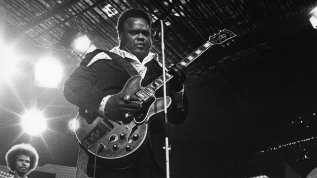 Freddie King performs in 1973. (Getty Images)