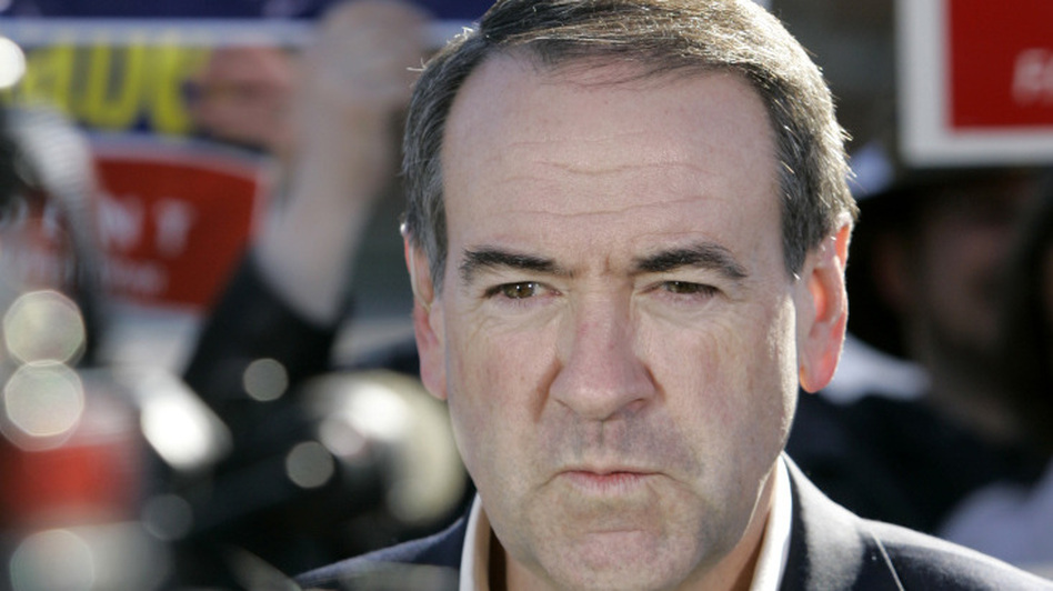Former GOP presidential candidate Mike Huckabee, seen in Dallas in 2008, once saved a choking colleague.  (AP)