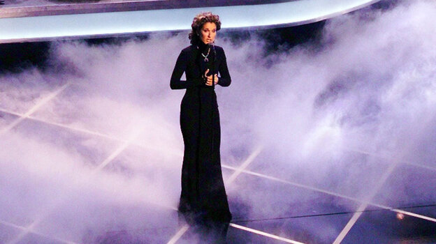 """Celine Dion sings """"My Heart Will Go On"""" at the 1998 Academy Awards."""