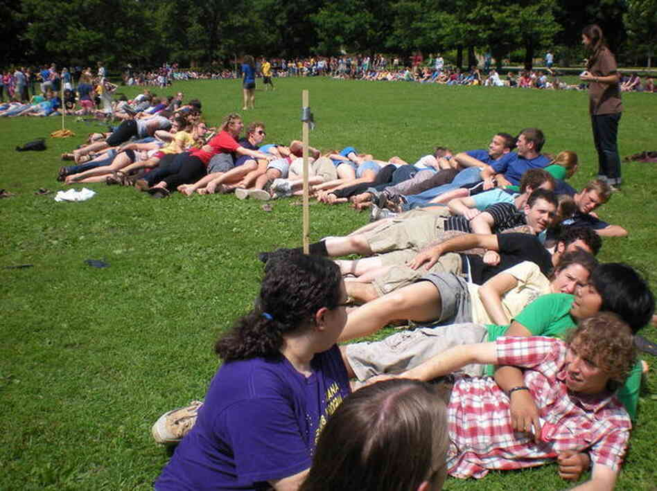In 2010, more than 500 students at Carleton College in Northfield, Minn., hit the campus green to break the world record for spooning. On Friday, students at the College of William & Mary in Williamsburg, Va., plan to claim the record.