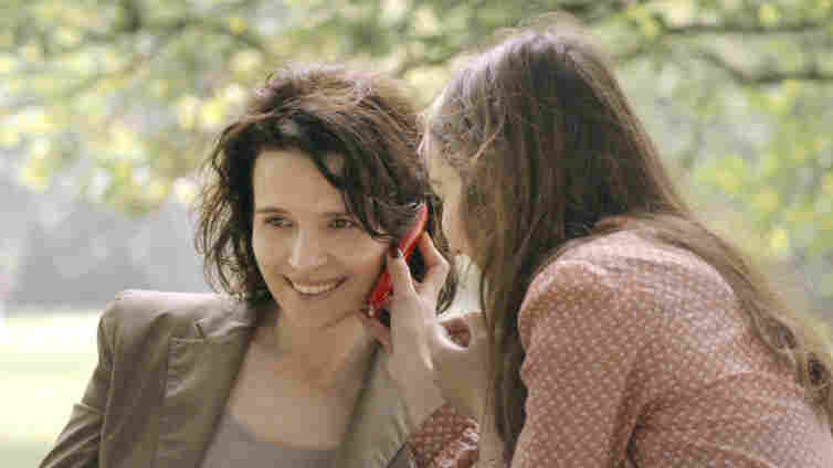 Anne (Juliette Binoche), a Parisian journalist writing for the women's magazine Elle, interviews two university studen