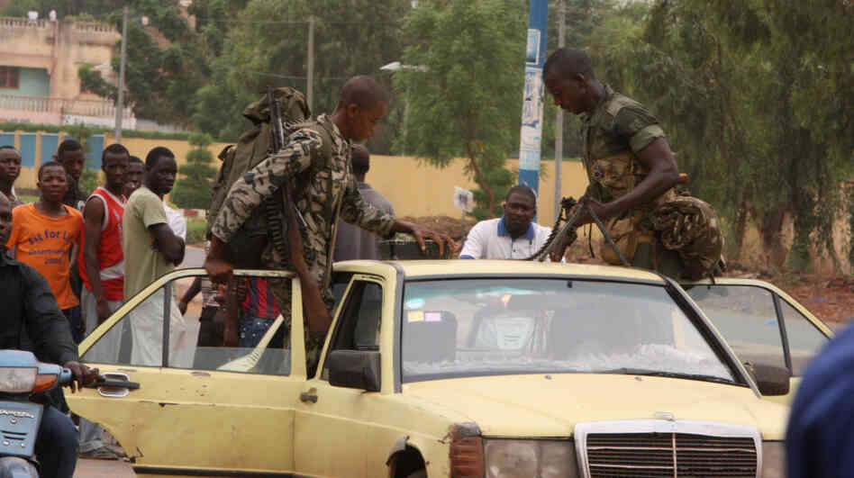 Soldiers loyal to junta leaders in Mali