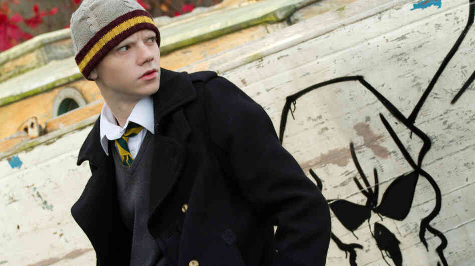 Facing terminal cancer, 15-year-old Donald (Thomas Brodie-Sangster) escapes