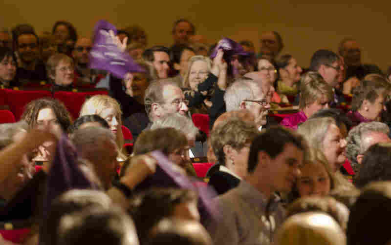 Fans who traveled from Houston waved purple bandannas to proclaim their hometown love before this first concert during the Spring for Music festival, in which orchestras from around the country are invited to perform based on the strength of their programming.