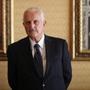 Escritor mexicano Carlos Fuentes posa para una foto después de una conferencia de prensa en la Ciudad de México el 12 de marzo.  Fuentes murió el martes en un hospital de la Ciudad de México.  Tenía 83 años.