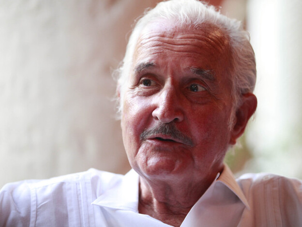 Mexican write Carlos Fuentes at the Hay Festival Cartagena in January. (AP)