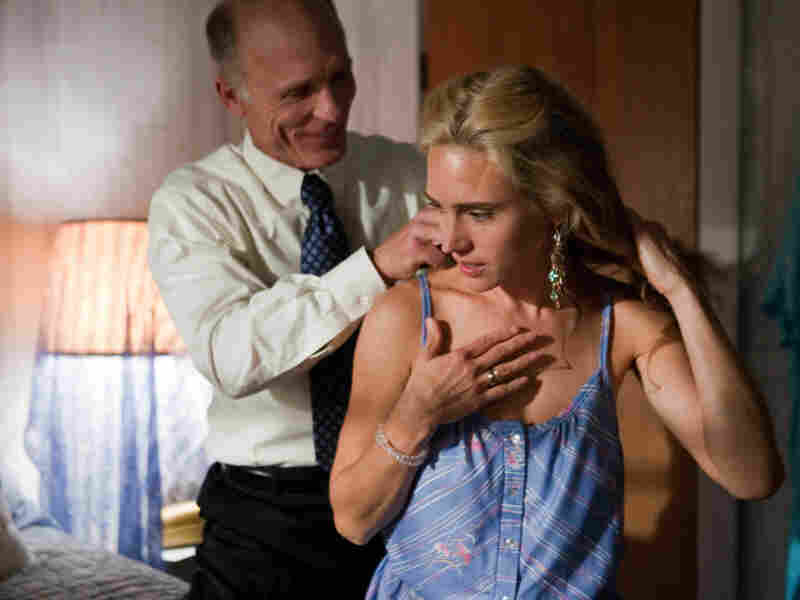 The years-long affair between Sheriff Dick Tipton (Ed Harris) and Virginia sours when Tipton decides to run for state Senate, prompting Virginia to fake a pregnancy.