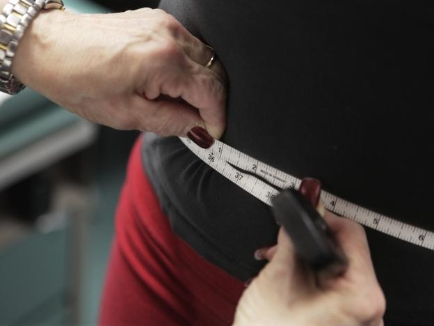 Paris Wood, 14, has her measurements taken as part of a Chicago anti-obesity program. (AP)