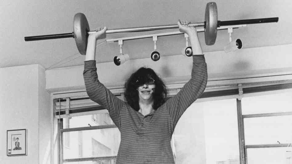 Joey Ramone: Weightlifter.